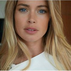 The most beautiful woman in the world❤️ Doutzen Kroes, Cannes, Famous Models, Irina Shayk, Interesting Faces, Girl Face, Cut And Color, Hair Designs, Beautiful Eyes