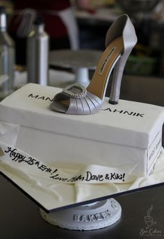 AMAZING shoe cake - LOVE it... can't wait to try this one!