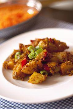 orientalna zapiekanka z ziemniaków / jemcoumiem.pl Roasted Potatoes, Pork, Eat, Ethnic Recipes, Oriental, Baked Potatoes, Pork Roulade, Fried Potatoes, Pigs