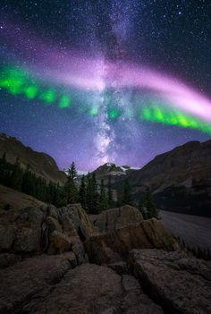 Singing Aurora Borealis and Milky Way Galaxy 😍 👏 ____________________________________________________ Astro shot taken by Landscape Photography, Nature Photography, Scenic Photography, Night Photography, Landscape Photos, Aurora Forecast, Northen Lights, Ciel Nocturne, Dark Skies