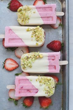 4-Ingredient Strawberry Cream Pops #strawberry #popsicles #easy