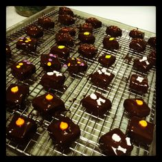 Halloween caramels covered in dark chocolate by sweetbits-bakery.com