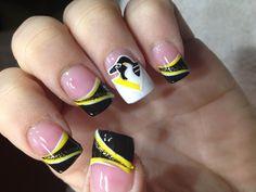 Oh wow, never realized how well the old pens logo would work in a manicure... love it as an accent