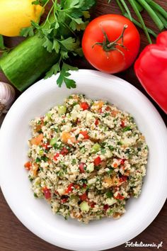Tabbouleh is a traditional Lebanese salad, made with couscous and veggies. (in Polish) Lebanese Salad, Appetizer Salads, Grain Foods, How To Make Salad, Healthy Salad Recipes, Party Snacks, Couscous, Fried Rice, Healthy Lifestyle