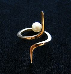 Ring | Betty Cooke.  14kt yellow gold and pearl.  circa-1970's