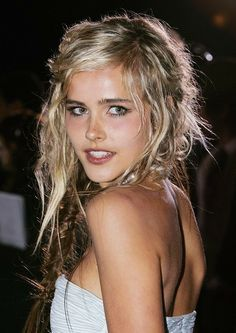 Isabel Lucas Long Side Part - Isabel Lucas Hair - StyleBistro on . Isabel Lucas, Beach Blonde, Beach Hair, Blonde Braids, Blonde Hair, Blonde Sombre, Messy Hairstyles, Pretty Hairstyles, Beauty