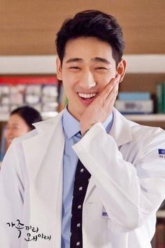 Who's watching What Happens to My Family? We're curious to know who will win most hearts: cute Chef Hyung-Sik, handsome idol Kang-Joon, or reliable doctor Yoon-Park? Park Pictures, Park Photos, Asian Actors, Korean Actors, Yoon Park, Korean Drama Best, Pretty Asian, Japanese Men, Creative Portraits