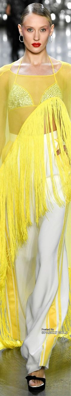 Naeem Khan spring 2019 RTW ❤️ Yellow Fashion, Colorful Fashion, Queen Noor, Shades Of Yellow, 50 Shades, Naeem Khan, Prabal Gurung, Mellow Yellow, Fashion Labels
