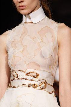 So, so subversive! Fashion Fabric, Fashion Art, Fashion Models, Fashion Design, Fashion Trends, Fashion Details, Timeless Fashion, Fish Costume, Conceptual Fashion