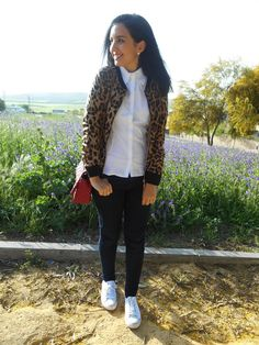 http://unachicasual.blogspot.com.es/2015/04/animal-print-jacket.html  leopard, jacket, shirt, white, girl, inspiration, ootd, outfit, look, ideas, spring, jeans, sneakers, bag, red