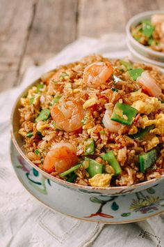 chinese meals Shrimp Fried Rice was one of the most popular fried rice dishes in my parents Chinese takeout restaurant. People would order Shrimp Fried Rice by the quart! Asian Recipes, Healthy Recipes, Ethnic Recipes, Arabic Recipes, Healthy Food, Fried Rice Recipe Chinese, Fried Rice Recipes, Chinese Shrimp Fried Rice, Cabbage Fried Rice