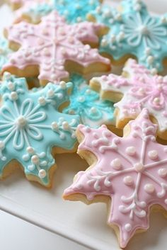 Snowflake Sugar Cookies ~ photos only, with links to a royal icing tutorial and a sugar cookie recipe Christmas Sugar Cookies, Christmas Sweets, Holiday Cookies, Christmas Gifts, Christmas Decorations, Christmas Stocking Cookies, Aqua Christmas, Snowflake Decorations, Christmas Appetizers