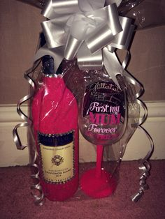 Christmas gifts for mum. Glitter wine glass and glitter wine. Purchase online at www.facebook.com/theglitterroom