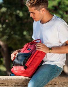 mochila-roja-bolsillo-azul Sling Backpack, Back To School, Backpacks, Bags, Fashion, Shopping, Red, Blue Nails, Black