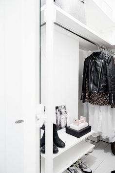 wardrobe, closet, Home of Interior Stylist Elin Kickén Walk In Closet Design, Closet Designs, Wardrobe Design, Walk In Closet Inspiration, Interior Inspiration, Sunday Inspiration, Hallway Closet, White Closet, Turbulence Deco