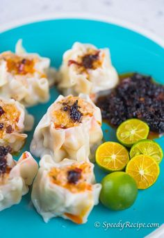 This is a quick and easy recipe for pork siomai (shumai). This is the recipe that I refer to most of the time because it is simple and straightforward. Filipino Dishes, Filipino Recipes, Asian Recipes, Filipino Food, Ethnic Recipes, Oriental Recipes, Filipino Desserts, Steam Recipes, Pork Recipes