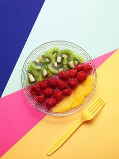 What a lovely and colorful still life editorial! Photographer Philip Karlberg simply shot fruits and graphic patterns for this gorgeous culinary hommage to late Swedish artist Olle Bærtling. www.ph