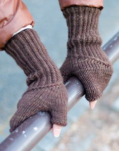 Ravelry: Spiral Staircase Mitts pattern by Anna Sudo