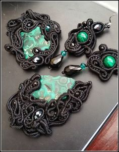 сутажная брошь сутажное кольцо брошь из стуажа кольцо из сутажа черная брошь брошь с малахитом кольцо с малахитом черное кольцо зеленое кольцо зеленая брошь