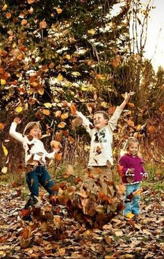 holiday pictures 68 Ideas Wedding Fall Pictures With Kids Fall Pictures Kids, Fall Leaves Pictures, Fall Family Photos, Holiday Pictures, Fall Pics, Thanksgiving Photos, Family Picture Poses, Family Picture Outfits, Picture Ideas