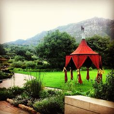 moyo Kirstenbosch - nestled at the foot of Table Mountain in Kirstenbosch National Botanical Garden, is an ideal setting for a unique African experience.