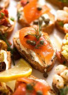 Crostini - 4 delicious ways! Choose a Crostini Topping - Smoked Salmon with Dill Cream Cheese, Mediterranean, Caprese or Prawns/Shrimp with Avocado. Crostini, Avocado, Snacks Sains, Original Recipe, Clean Eating Snacks, Brunch, Appetizers, Stuffed Peppers, Cooking
