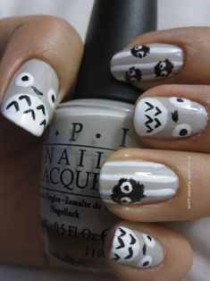 totoro nails! I dont really get into the crazy nail art but I would so do this to my nails. :) I <3 owls!