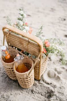 Beach picnic must have - this little picnic basket is so cute!
