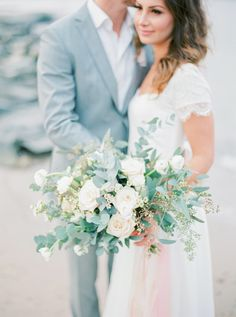 Antique boho styled wedding inspiration shoot by floral designer Linnéa Bergqvist of www.thewildrose.se See more here http://thewildrose.se/2015/04/11/pastell/ Boho bridal bouquet wedding dress