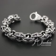 Fashionable 316L stainless steel bracelets to dress up your wrists
