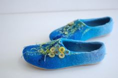 Hey, I found this really awesome Etsy listing at https://www.etsy.com/listing/237119582/felted-slippers-kate-in-blue-azure