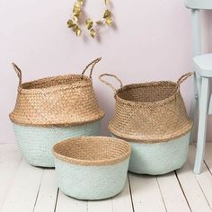 natural woven painted in light green mint color Casa Retro, Belly Basket, Sweet Home, Home Decor Baskets, Basket Bag, Home And Deco, Basket Weaving, Wicker Baskets, Decoration