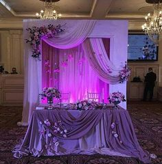 This Sweetheart Table is gorgeous! Head Table Wedding, Wedding Stage, Diy Wedding, Dream Wedding, Wedding Ceremony Decorations, Wedding Centerpieces, Wedding Background, Sweetheart Table, Purple Wedding