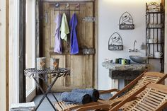 Ruheraum im Saunahaus // Relaxation room of the sauna house Sauna House, Finnish Sauna, Relaxation Room, Bad, Wardrobe Rack, Wellness, Interior, Furniture, Home Decor