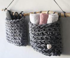 macrame plant hanger+macrame+macrame wall hanging+macrame patterns+macrame projects+macrame diy+macrame knots+macrame plant hanger diy+TWOME I Macrame & Natural Dyer Maker & Educator+MangoAndMore macrame studio Crochet Home, Knit Crochet, Knitting Projects, Crochet Projects, Diy Macrame Wall Hanging, Tshirt Garn, Accessoires Barbie, Macrame Bag, Macrame Projects