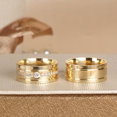 Alianças Wedding Ring Sets Unique, Wide Wedding Bands, Platinum Wedding Rings, Gold Wedding Rings, Gold Rings, Delicate Rings, Unique Rings, Beautiful Rings, Gold Ring Designs