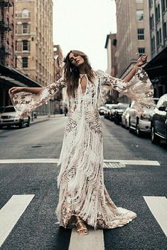 Amazing dress in crosswalk Bohemian Beach Wedding Dress, Boho Dress, Boho Wedding, Best Wedding Dresses, Wedding Attire, Bridal Dresses, Pnina Tornai, Glam Dresses, Nice Dresses