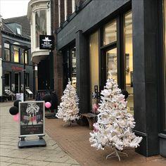 KERST IN ENSCHEDE Haverstraatpassage is druk bezig om in Kerstsfeer te komen!  . Zet in uw agenda: Kerstmarkt 16-17 december  . #Haverstraatpassage #Enschede  #Centrum #Twente #Speciaalzaken #winterwonderland #twente #Kerstmarkt 