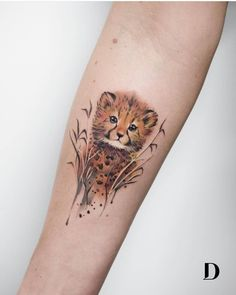 A Woman's Guide to Ink – 80 Extraordinary Tattoo Examples Ein Baby-Gepard von Deborah Genchi Mini Tattoos, New Tattoos, Body Art Tattoos, Small Tattoos, Tatoos, Cheetah Tattoo, Cat Tattoo, Tattoo Examples, Cute Animal Tattoos