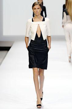 Akris | Spring 2007 Ready-to-Wear Collection | Yevgeniya Kedrova Modeling | Style.com