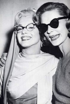 Marilyn Monroe e Lauren Bacall sul set di Come sposare un milionario (How to marry a millionarie), (1953)