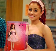 """Ariana Grande taking a picture with the new """"Cat"""" doll from """"Victorius"""". Ariana Grande Gata, Ariana Grande Victorious, Ariana Grande Doll, Victorious Cat, Victorious Nickelodeon, Ariana Grande Tumblr, Icarly And Victorious, Cat Valentine Victorious, Ariana Grande Photoshoot"""