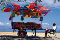 Бразилия. Торговец на пляже. Источник: Walter Firmo