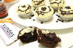 Unser geniales Endergebnis: DOUBLE CHOCOLATE CHEESECAKE MUFFINS mit Schokoladenkern  Beim Backen mit den lieben @xundes- @maarcoooo__ und @tobimiller__ hat sich auch noch @_marielina dazugesellt  War ein lustiger Abend nächstes Mal gehts dann Pizza essen oder?  Diese Muffins MÜSST ihr einfach probieren vor allem wegen dem Schokoladenkern  Also Backschürze an und los gehts! _______________________________ REZEPT für 12 Muffins: TEIG: 200ml Buttermilch 50g dunkle Kuvertüre 2 Eier 15 TL…