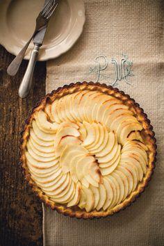 Recipe for Double Crusted Apple Tart : La Cucina Italiana Yummy Treats, Sweet Treats, Yummy Food, Just Desserts, Dessert Recipes, How Sweet Eats, Something Sweet, Food Inspiration, Italian Recipes
