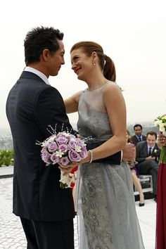 ABC's Private Practice invites you to RSVP for its series finale on Jan. in which Kate Walsh's Addison will (by all appearances) tie the knot with Benjamin Bratt's Jake -- and we've got a wedding album packed with 26 photos. Benjamin Bratt, Addison Montgomery, Kate Walsh, Friend Wedding, Wedding Pins, Wedding Ideas, Popular People, Tv Couples, Stock Foto