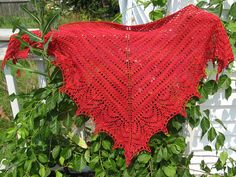 Free Pattern: Rough Sea Shawl by Preita Salyer