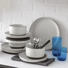 love theflat plate shape and the two tones with matte black silverware  blackclaydinnerwareAG13