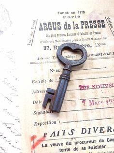 Sweet Vintage Skeleton Key - Old Cast Key with Deep Patina - Altered Art Assemblage Jewellery Steampunk Rustic Antique Keys, Vintage Keys, Altered Art, Skeleton, Steampunk, It Cast, Deep, Rustic, Jewellery
