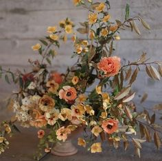 These 17 fall flower arrangements are the perfect addition to any autumnal tablescape or decor. Fall Wedding Flowers, Fall Wedding Colors, Fall Flowers, Autumn Wedding, Floral Wedding, Wedding Bouquets, Fall Flower Arrangements, Flower Centerpieces, Tuscan Centerpiece